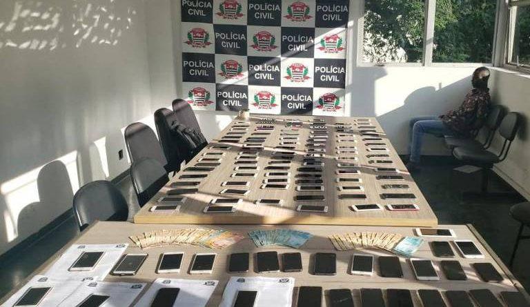 Celulares apreendidos pela polícia de SP na região central da capital com suspeito de receptação – Divulgação/Polícia Civil